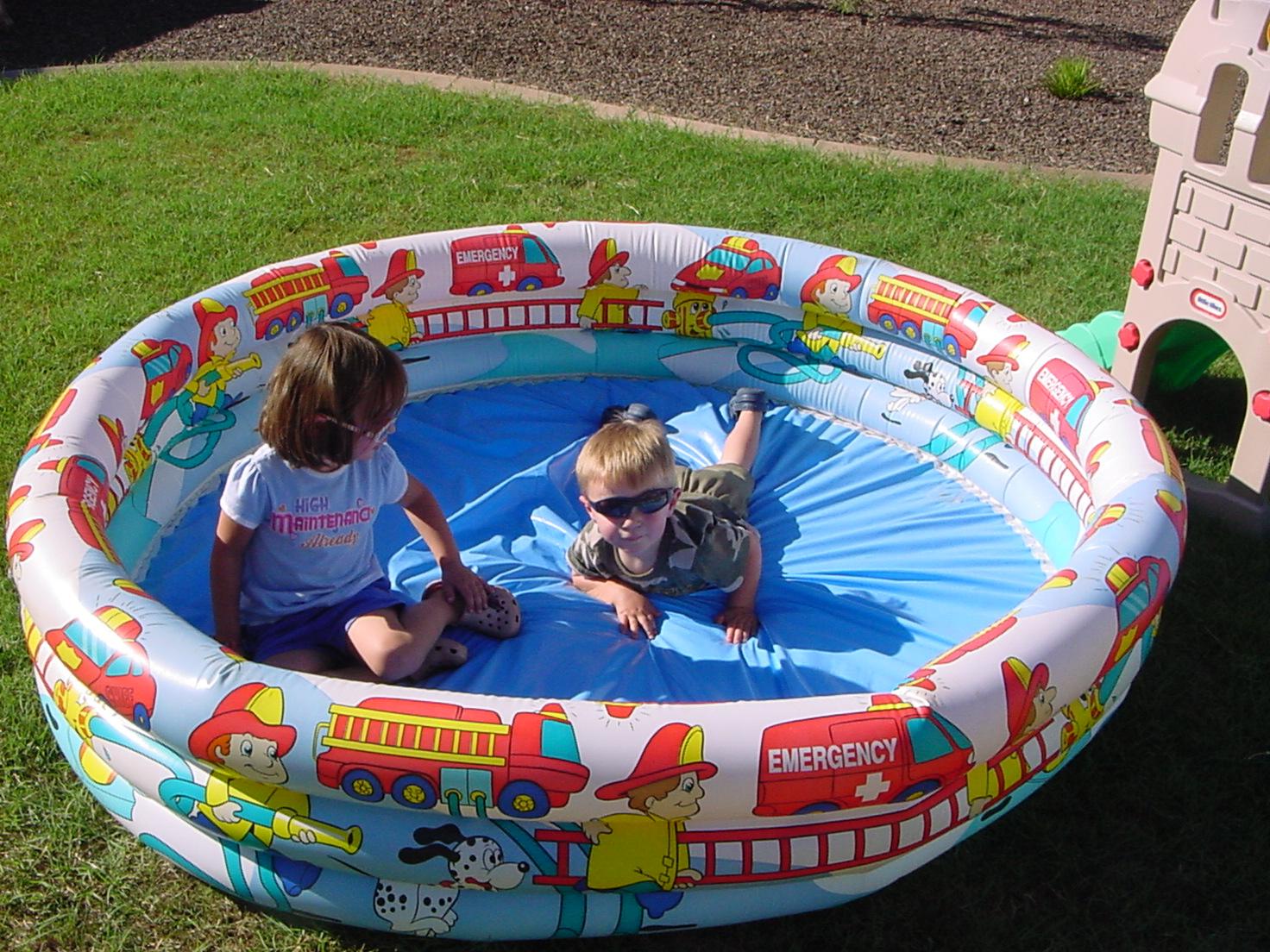 2008-07-28-dry-swimming-pool.JPG