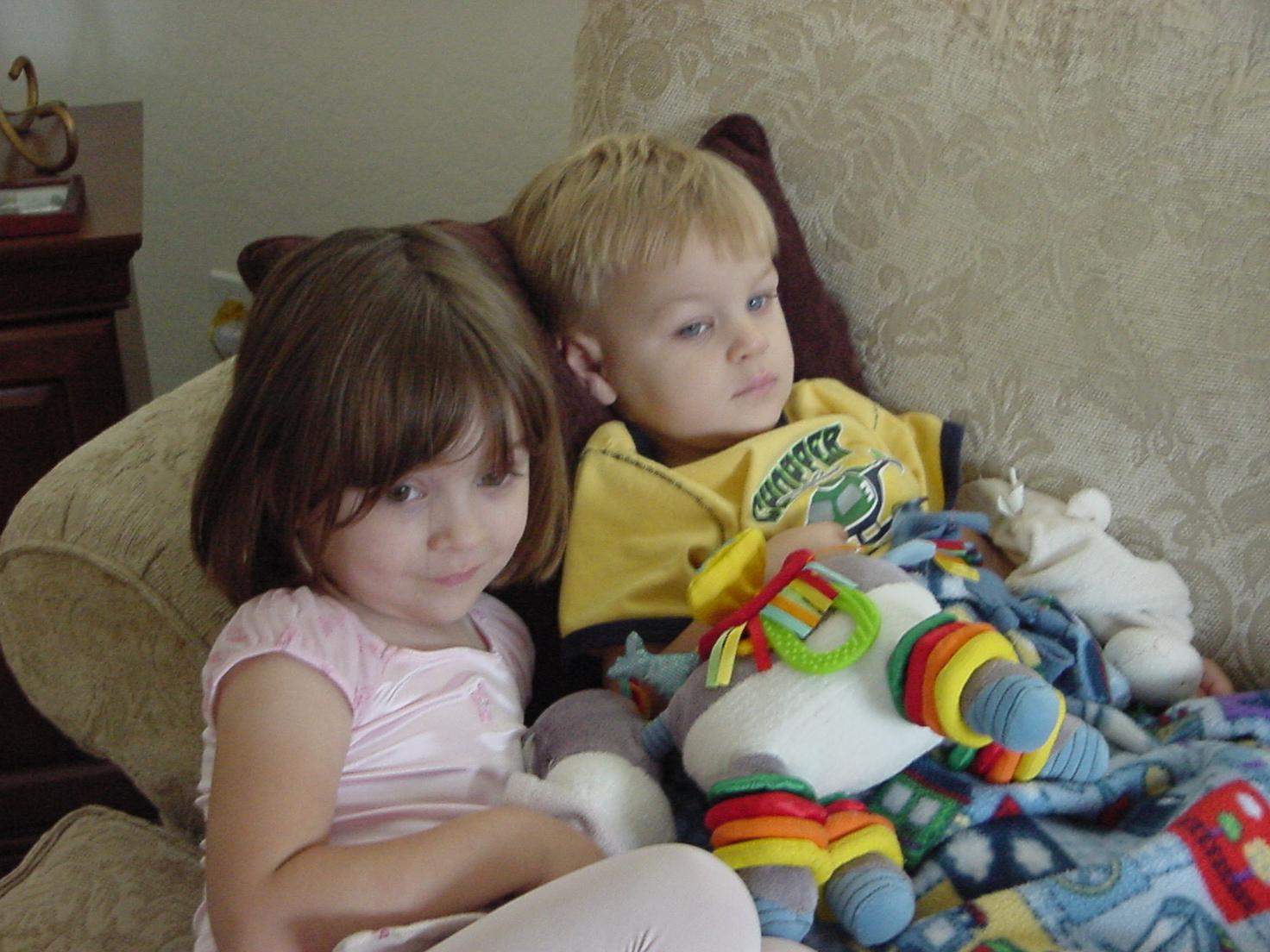 2008-08-26-allison-snuggling-carter.JPG