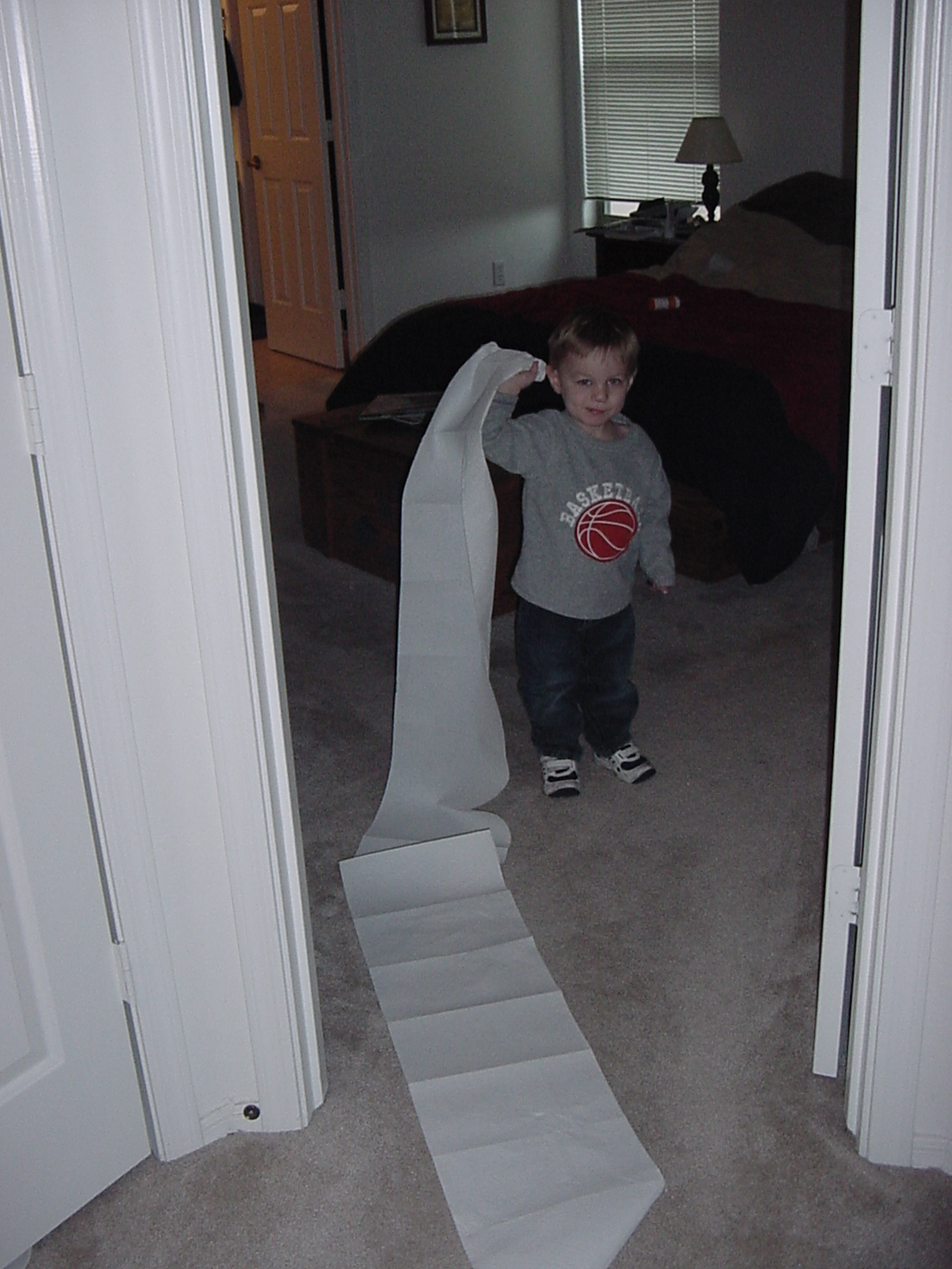 2009-01-21-carter-and-the-paper-towels-3.JPG