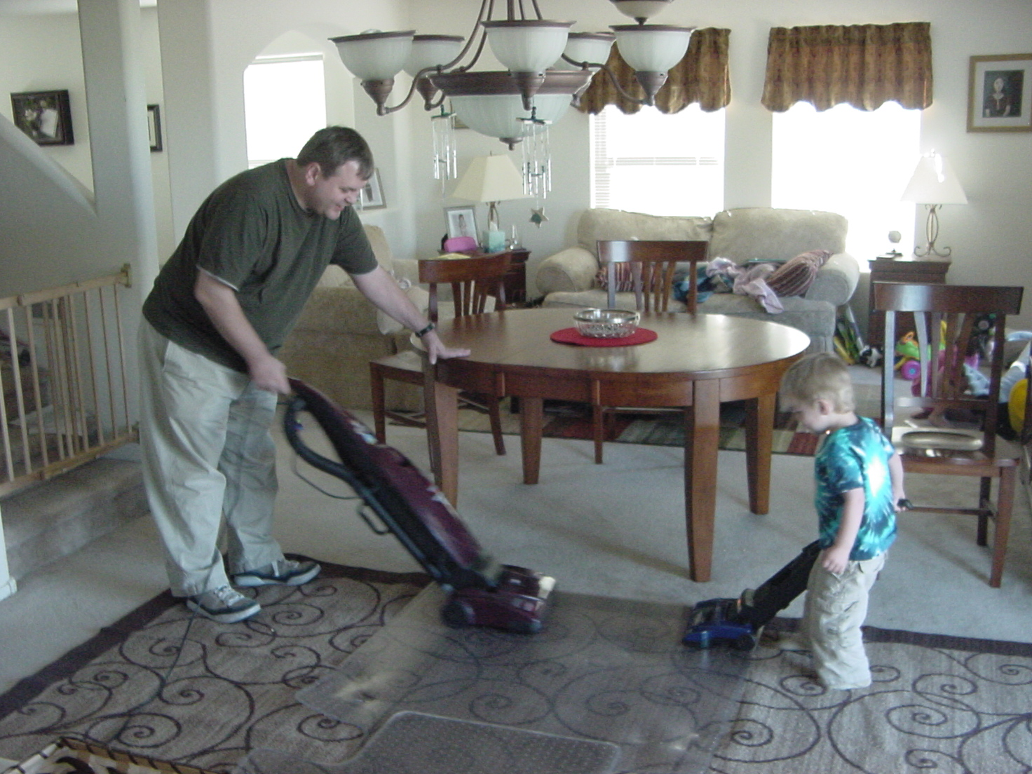 2009-03-20-daddy-and-carter-vacuuming-2.JPG