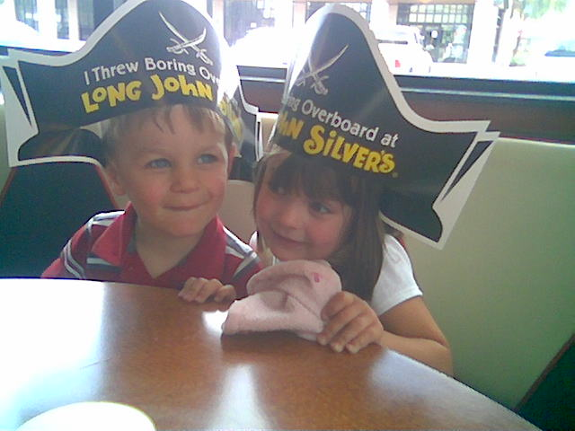 2009-06-28-pirate-hats-at-long-john-silvers.jpg