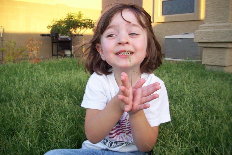 2009-07-12-kids-playing-in-overgrown-grass-14-allisons-butterfly-hands.JPG