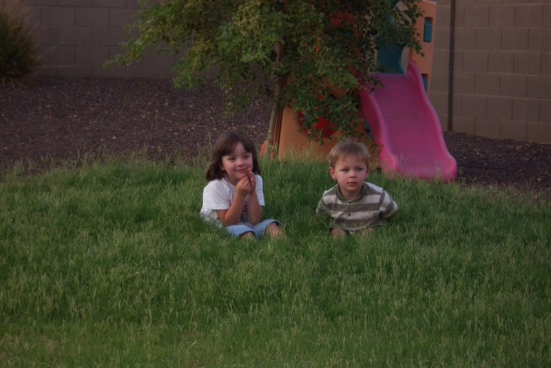 2009-07-12-kids-playing-in-overgrown-grass.JPG