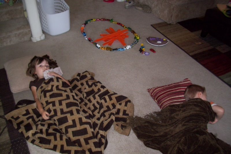 2009-07-21-the-kids-pretend-to-be-camping.JPG