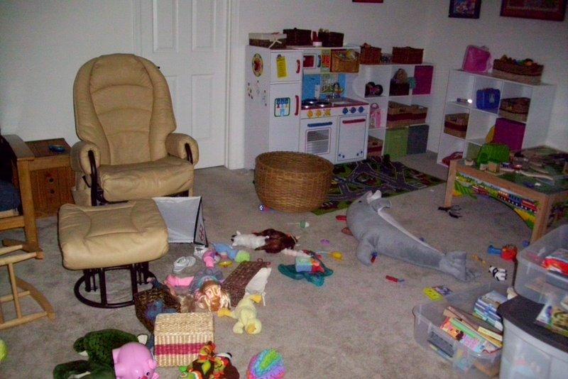 2009-07-30-toy-mess-2.JPG